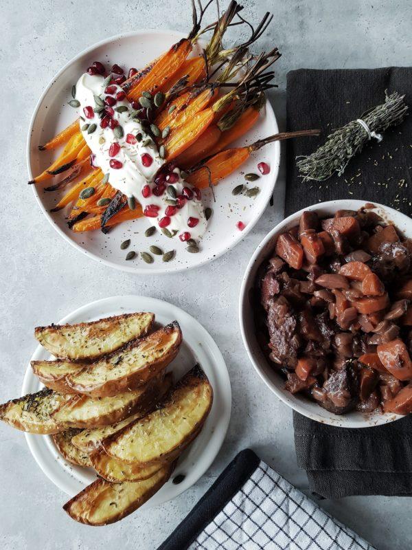 Seitan au vin met geroosterde wortel en aardappel wedges