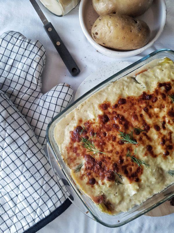 Preirolletjes met gerookte zalm, healthy preisaus & gepofte aardappel in de oven