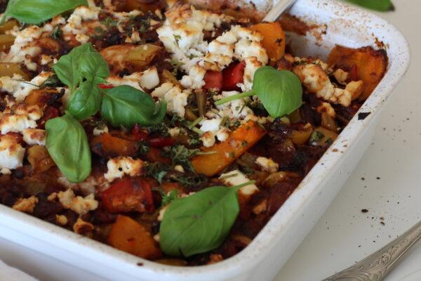 Ovenschotel van kip met linzen, paprika, pompoen en champignons