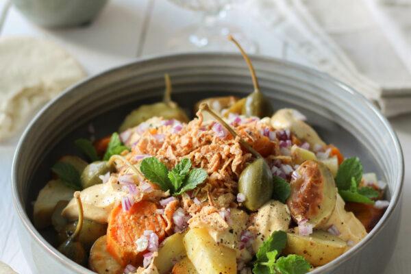 BBQ side dish: Geroosterde krieltjes, zoete aardappel, knolselder en pastinaak met ras el hanout yoghurtdressing en appelkappertjes