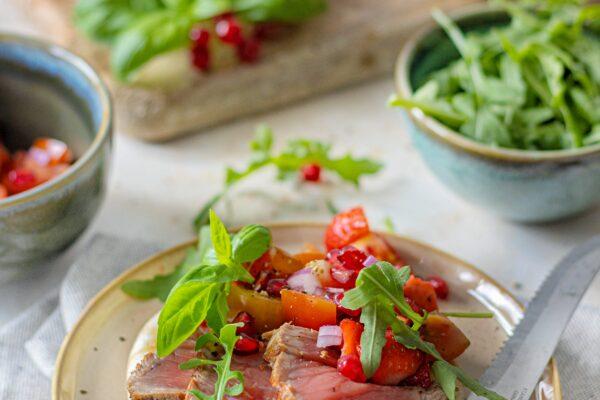Pita met tagliata van beef en tomaten-fruit salsa